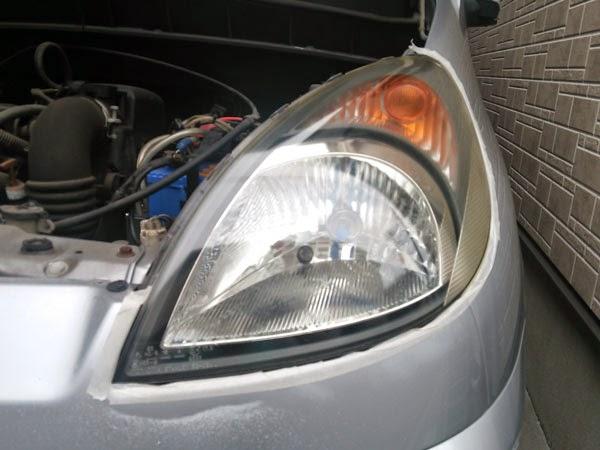 リョービ RSE-1250 サンダポリシャで磨いたヘッドライト。塗膜を1枚剥がしたようです。