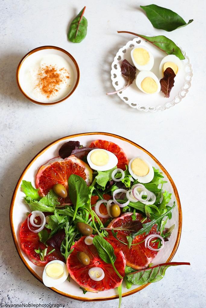 Insalata di arance, cipollotti e uova di quagli
