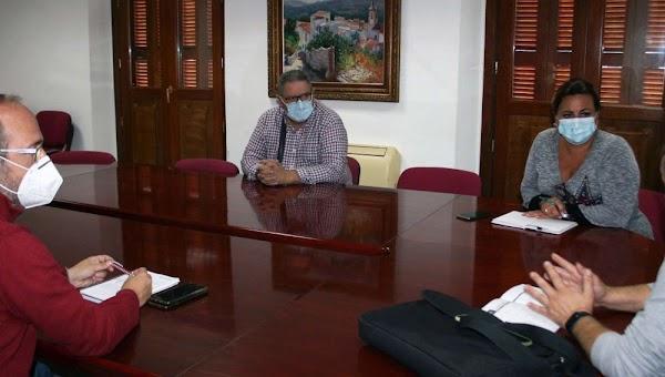 Cofradías y Ayuntamiento de Puerto Real reafirman su compromiso de trabajo conjunto en la ciudad