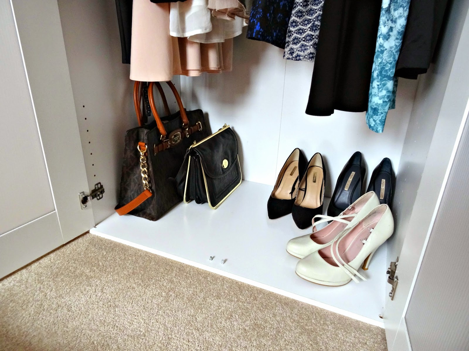 wardrobe organisation and declutter