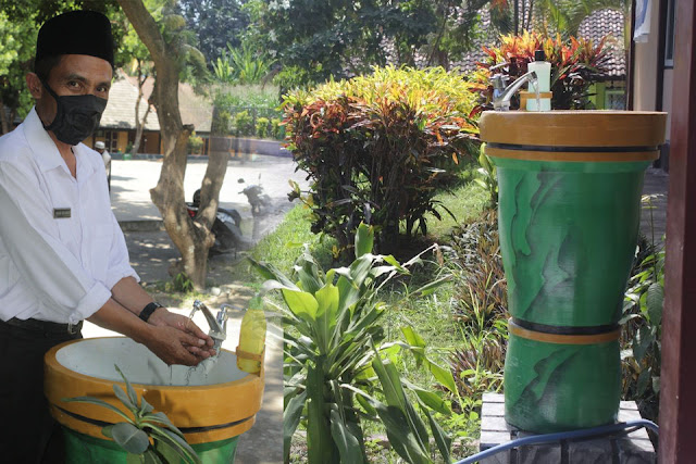 Kewajiban dan sanksi sebagai upaya pencegahan dan pengendalian covid-19 di Kabupaten Lombok Timur