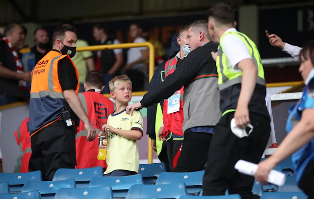 A young Arsenal fan was bewildered and did not understand what happened.