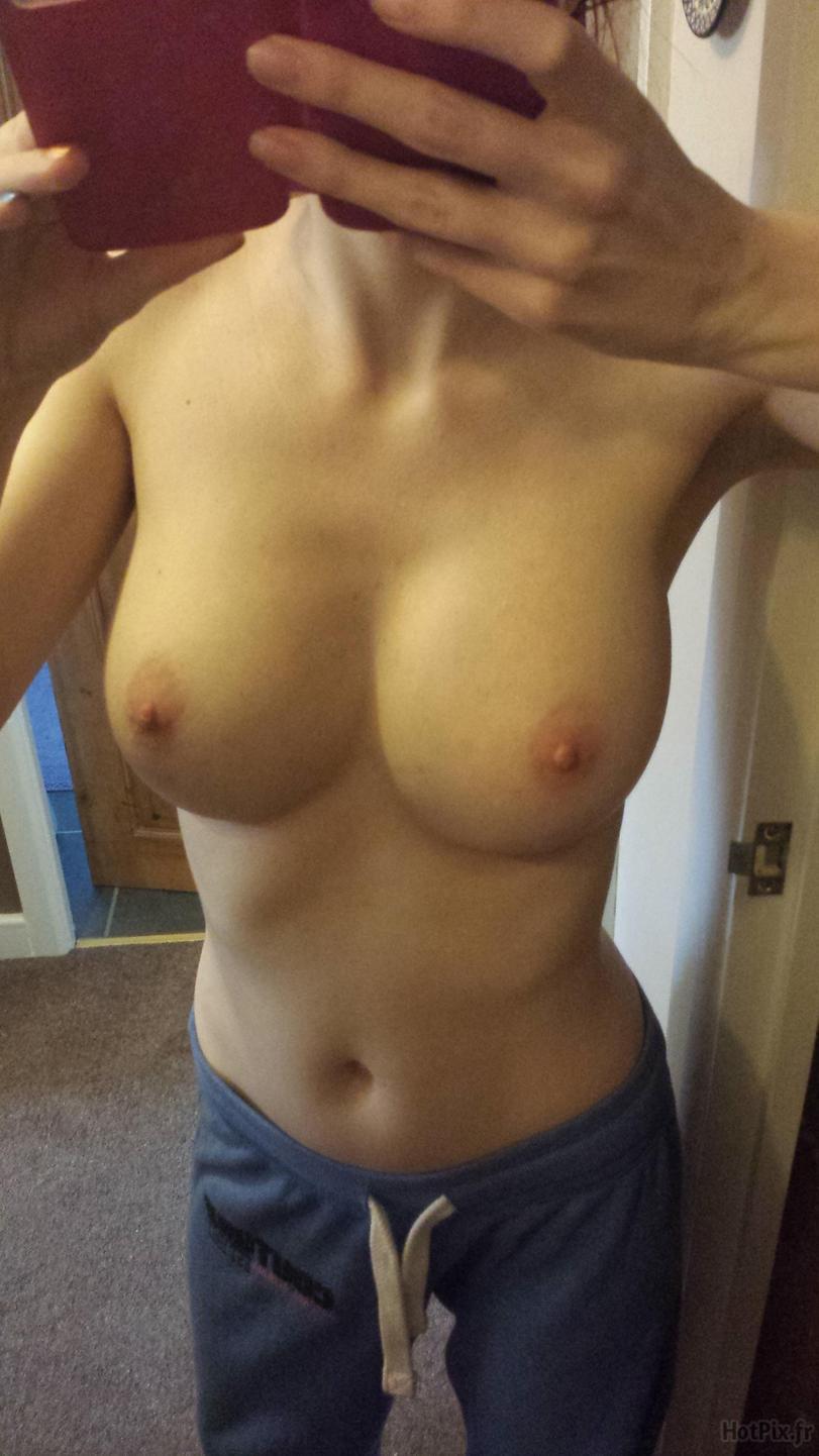 девушка фоткает свою грудь без рук рожи процессинг связывается