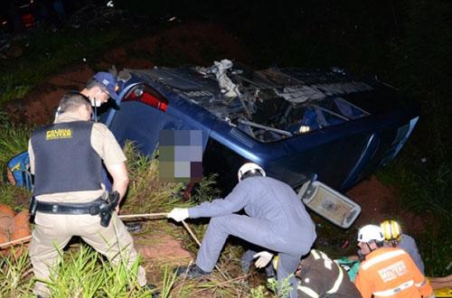 Ônibus da Águia Branca com 50 passageiros cai em ribanceira no interior da Bahia