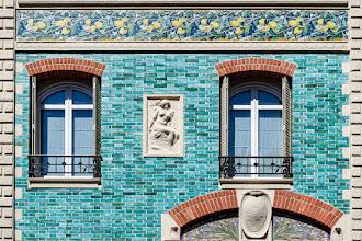 Paris : 32 rue Eugène Flachat, la Maison Dumas, un hôtel particulier polychrome signé Paul Sédille, céramique turquoise, briques rouges et citrons de Sorrente - XVIIème