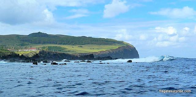 Penhasco onde estão o Vulcão Rano Kao e a Vila Cerimonial de Oronfo, na Ilha de Páscoa