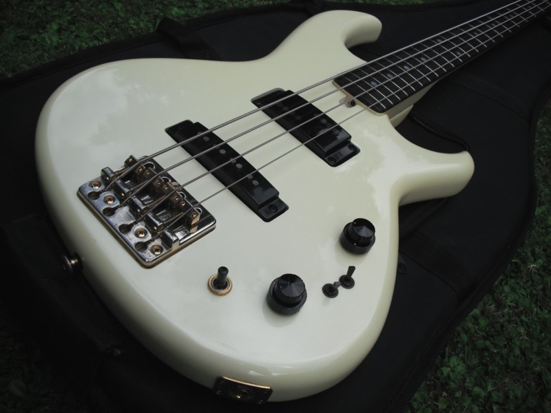 flat eric 39 s bass guitar collection aria rsb deluxe bass. Black Bedroom Furniture Sets. Home Design Ideas