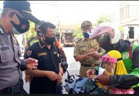 Di Kota Ini, Warga yang Pakai Masker dapat Uang Rp50.000