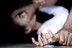 Ο 34χρονος αλλοδαπός που κατηγορείται, ύστερα από καταγγελία 20χρονης φοιτήτριας, ότι την απήγαγε και την κακοποίησε αφέθηκε ελεύθερος με πε...