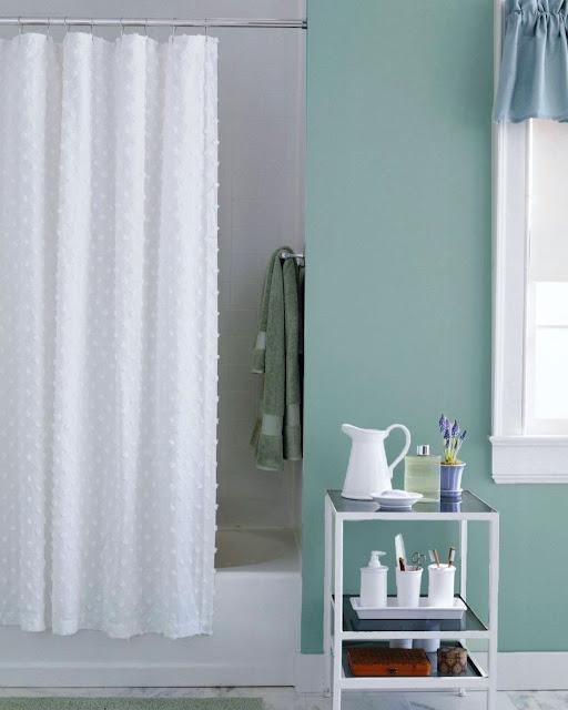 05. Bawa warna biru muda ke kamar mandi.