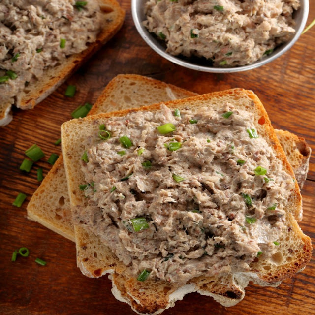 Healthy and fast tuna sandwich