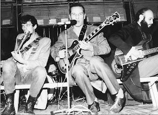 Звуки Му - музыкальная группа, образованная в Москве в начале 1980-х.