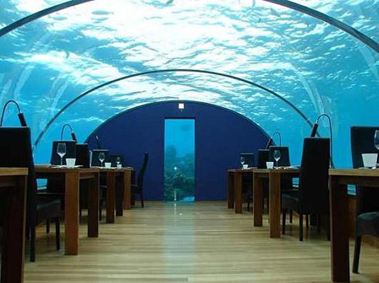 Poseidon Resort Fiji - Underwater hotel restaurant