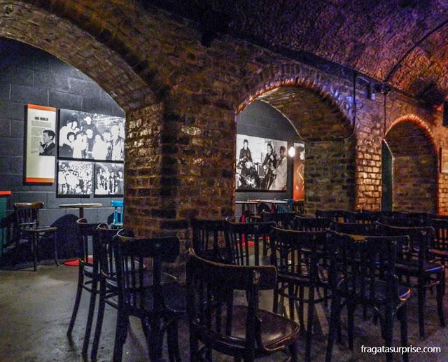 Réplica do Cavern Club montada no museu The Beatles Story, em Liverpool