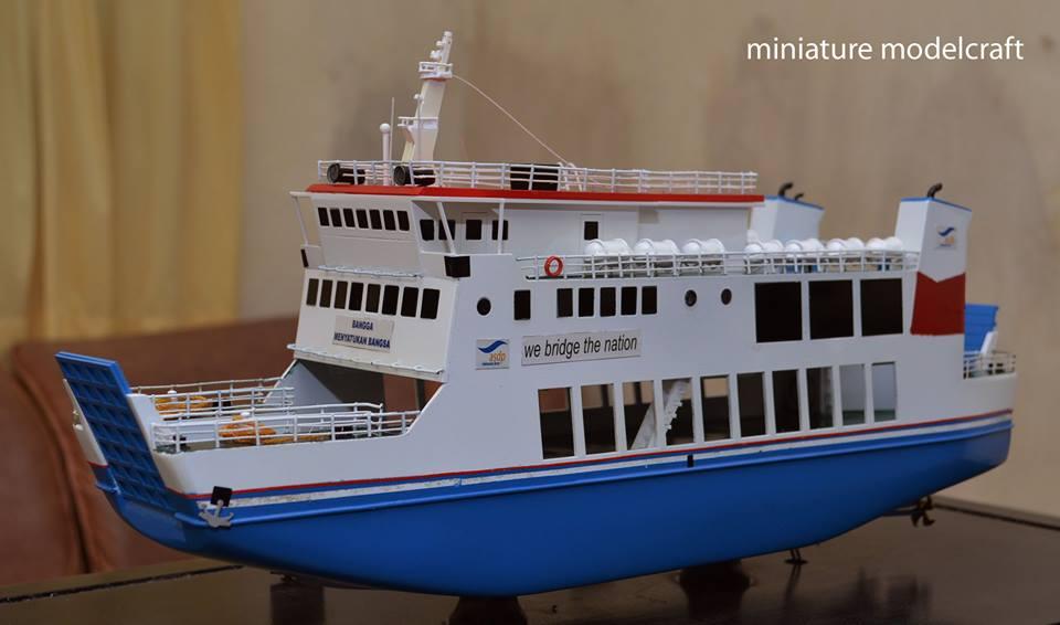 miniatur kapal ferry kmp muria jepara indonesia