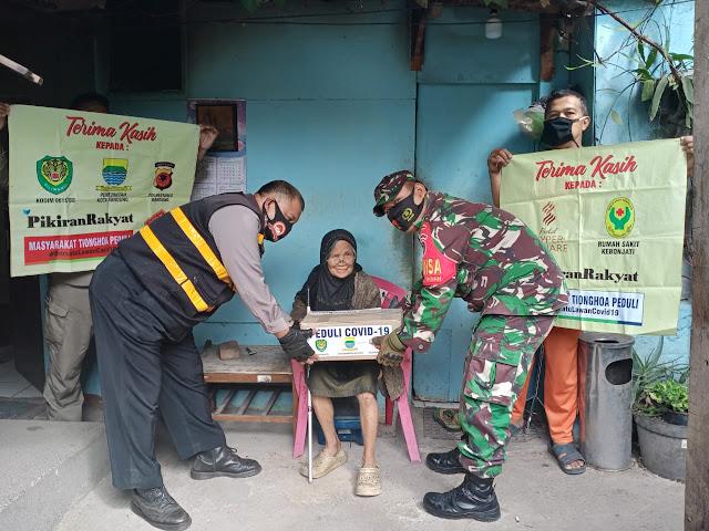 Bhabinkamtibmas Polsek Cicendo Polrestabes Bandung Salurkan Bantuan Sembako