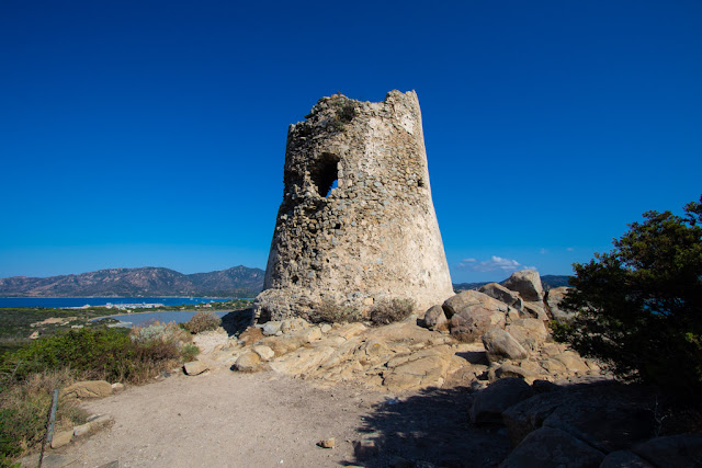 Spiaggia di Porto Giunco-Sentiero per la torre di Porto Giunco