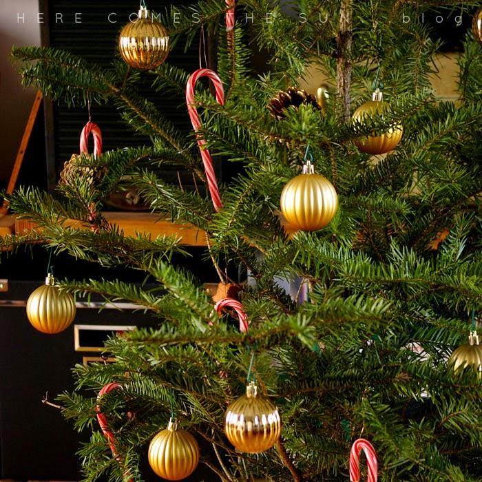 IKEAのモミの木クリスマスツリーにSpanglerキャンディケーン