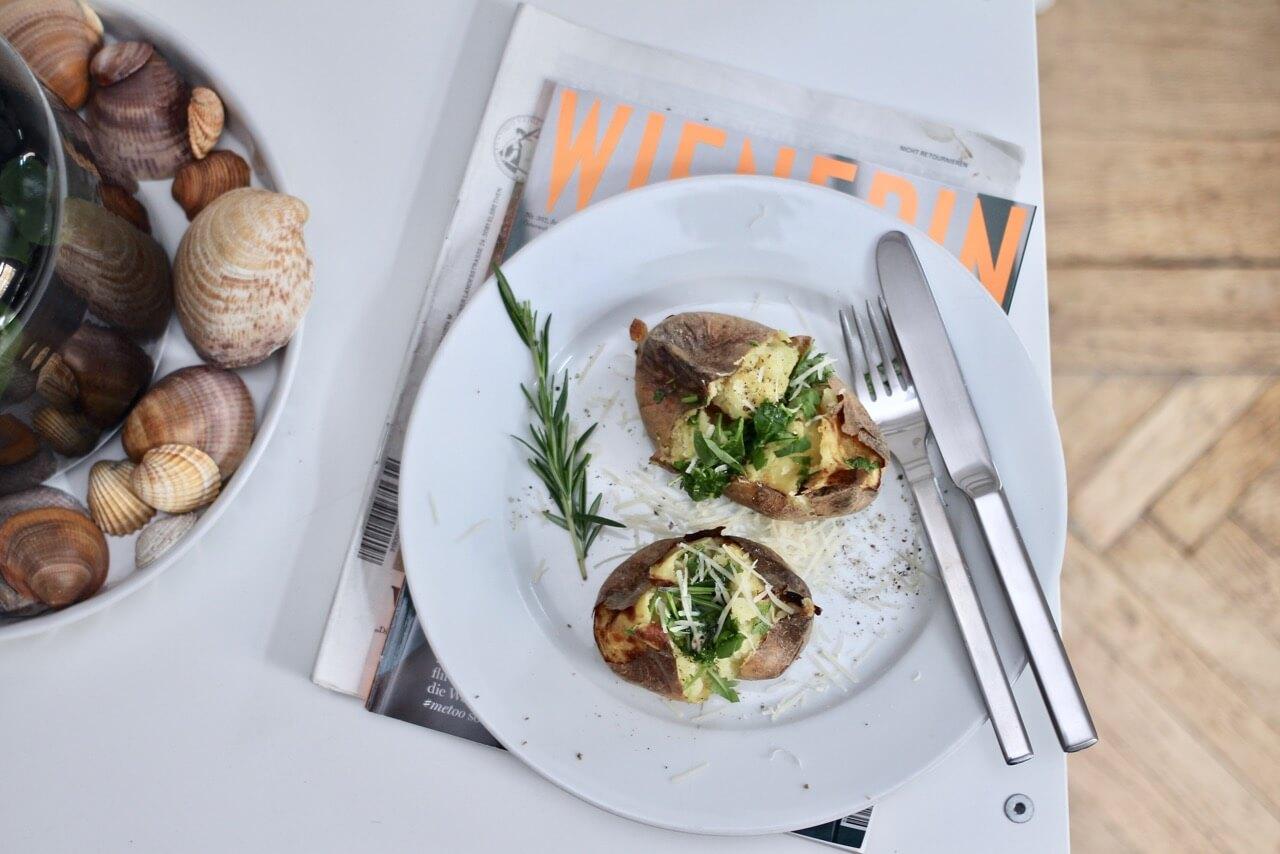 Rezept Ofenkartoffeln mit Salatfüllung