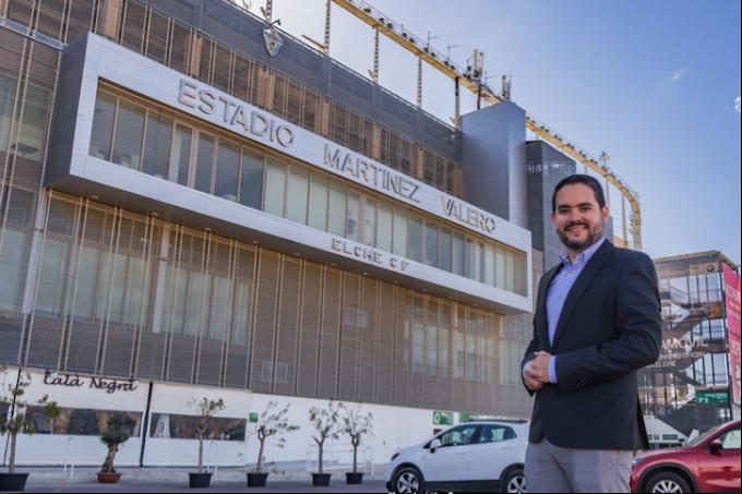 David Caballero se compromete a rendir homenaje a la afición  del Elche CF con un monumento en la Glorieta