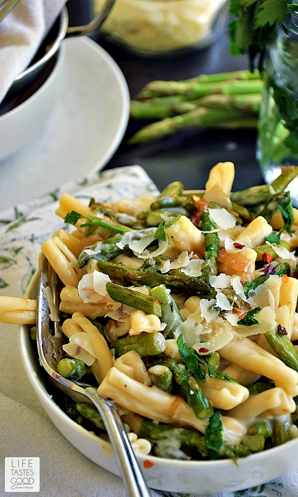 Brie and Asparagus Pasta | by Life Tastes Good is a fancy mac and cheese recipe loaded with fresh sauteed asparagus smothered in a rich, creamy, garlicky brie cheese sauce. This recipe is inspired by the Trader Jacque's Shells with Brie and Asparagus at Trader Joe's and is a decadent bowl of cheesy goodness. #SundaySupper
