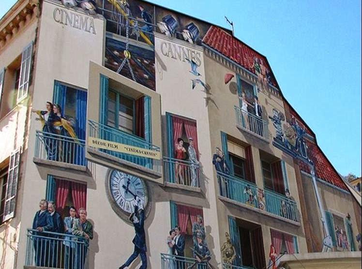 desenhos nos prédios de Bruxelas