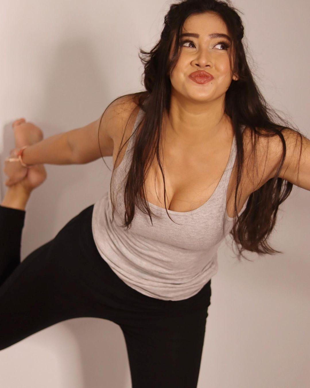 Sofia Ansari yoga pose