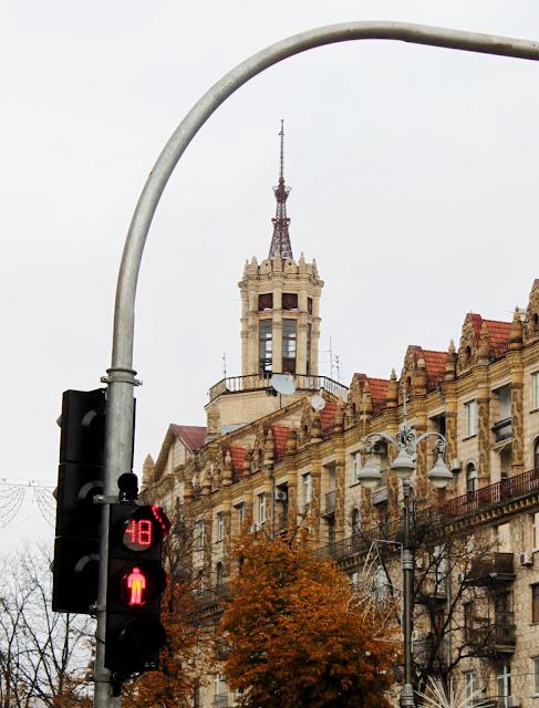 Светофор на перекрёстке Крещатика и Прорезной