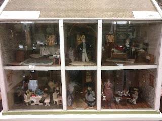starodávny domček pre bábiky