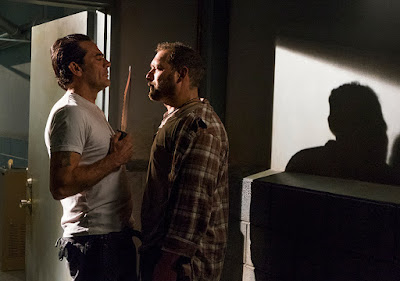 Negan (Jeffrey Dean Morgan) e David (Joel Martinez) nell'episodio 15