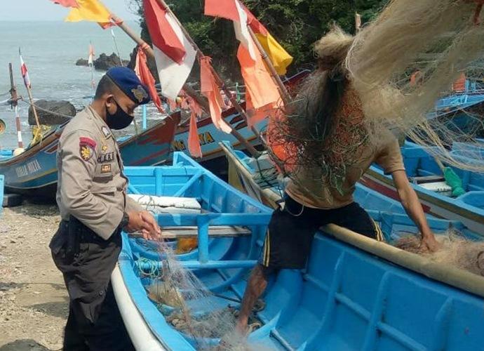 Jelang New Normal, Polairud Gencarkan Sosialisasi Protokol Kesehatan kepada Nelayan Kebumen