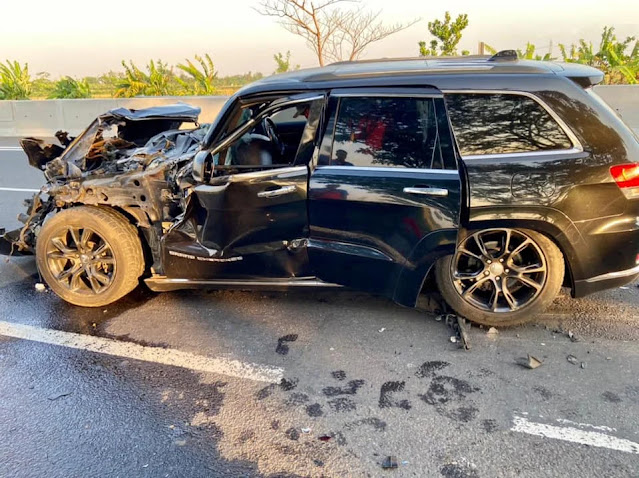 jeep kecelakaan
