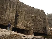 [Imagem: 220px-Yangshan_Quarry_-_Monument_Base_-_P1060848.JPG]