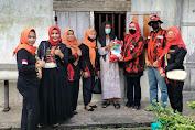 Datangi Warga Kurang Mampu, DPC Srikandi & MPC PP Tebo Berikan Bantuan Sembako