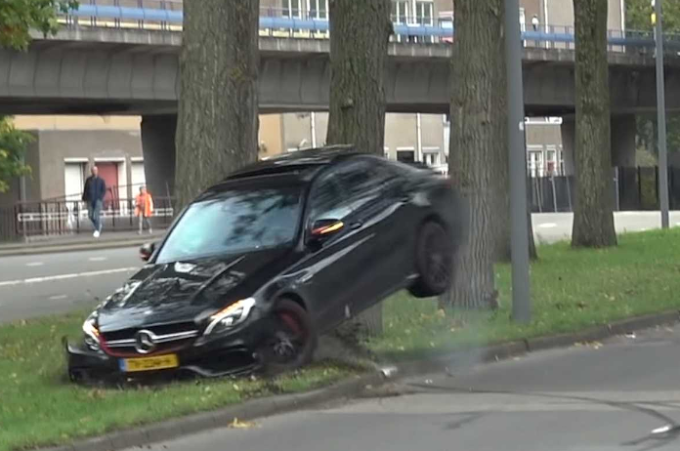 WATCH: Mercedes C63S AMG HARD CRASH INTO A TREE!! Drift goes wrong..