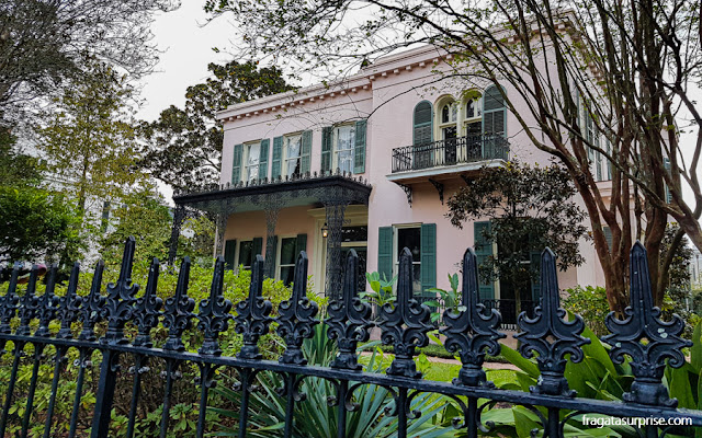 Casarão histórico no Garden District de Nova Orleans