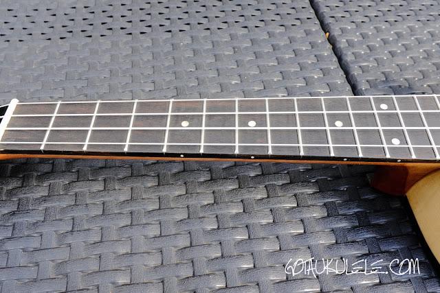 Isuzi SST-1T Tenor Ukulele neck