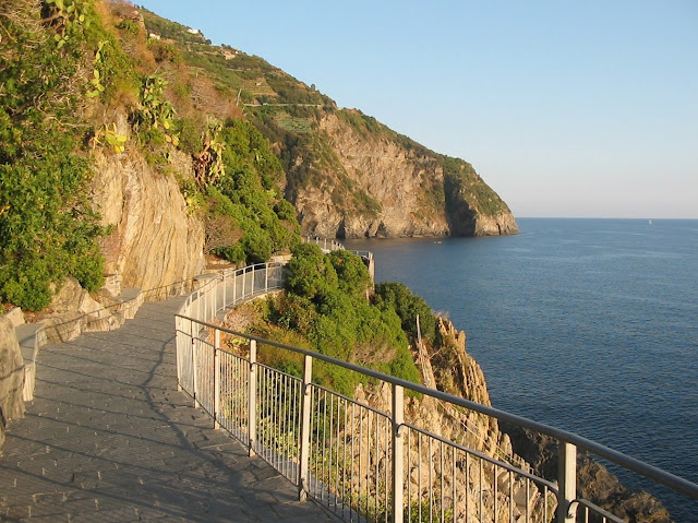 Via dell'Amore and the Cinque Terre coast viewed toward Riomaggiore