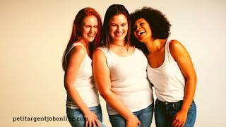Femmes souriantes, gagner argent en ligne, travail en ligne en vente directe et mlm