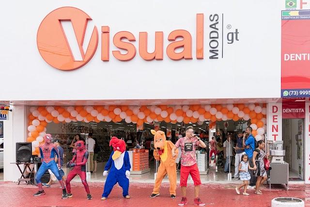 Clientes comemoram inaguração da Visual Modas