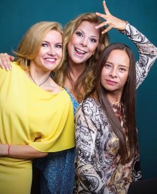 Foto de Mimi Hernández con amigas de Flans