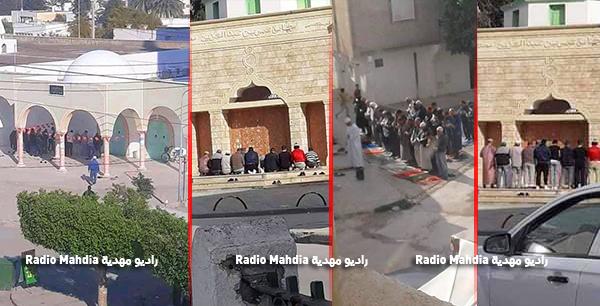 رعم منع صلاة الجماعة : المواطنون يؤدون الصلاة خارج المساجد