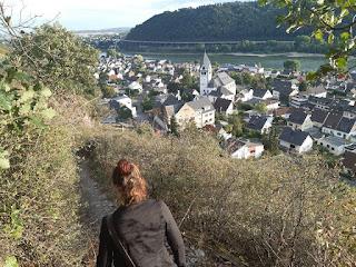 Julia Seeliger beim Wandern im Weinberg Leutesdorf