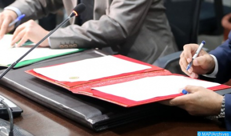 توقيع عقد استكشاف بين المكتب الوطني للهيدروكربورات والمعادن و إحدى الشركات البترولية