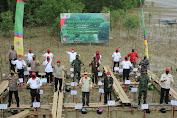 Hari Magrove Sedunia, Safrial Bersama Gubernur Jambi Tanam Mangrove Sekitaran Pelabuhan Roro