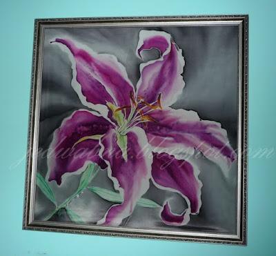 obraz w ramie, lilia różowa namalowana na jedwabiu