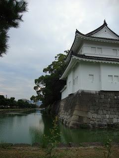 il fossato che circonda il castello