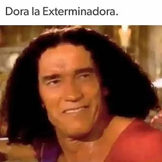 Arnold schwarzenegger con corte de pelo como Dora la exploradora
