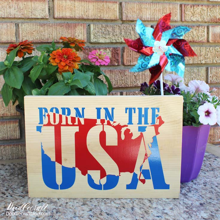 make a wall sign in red, white and blue vinyl with the cricut maker