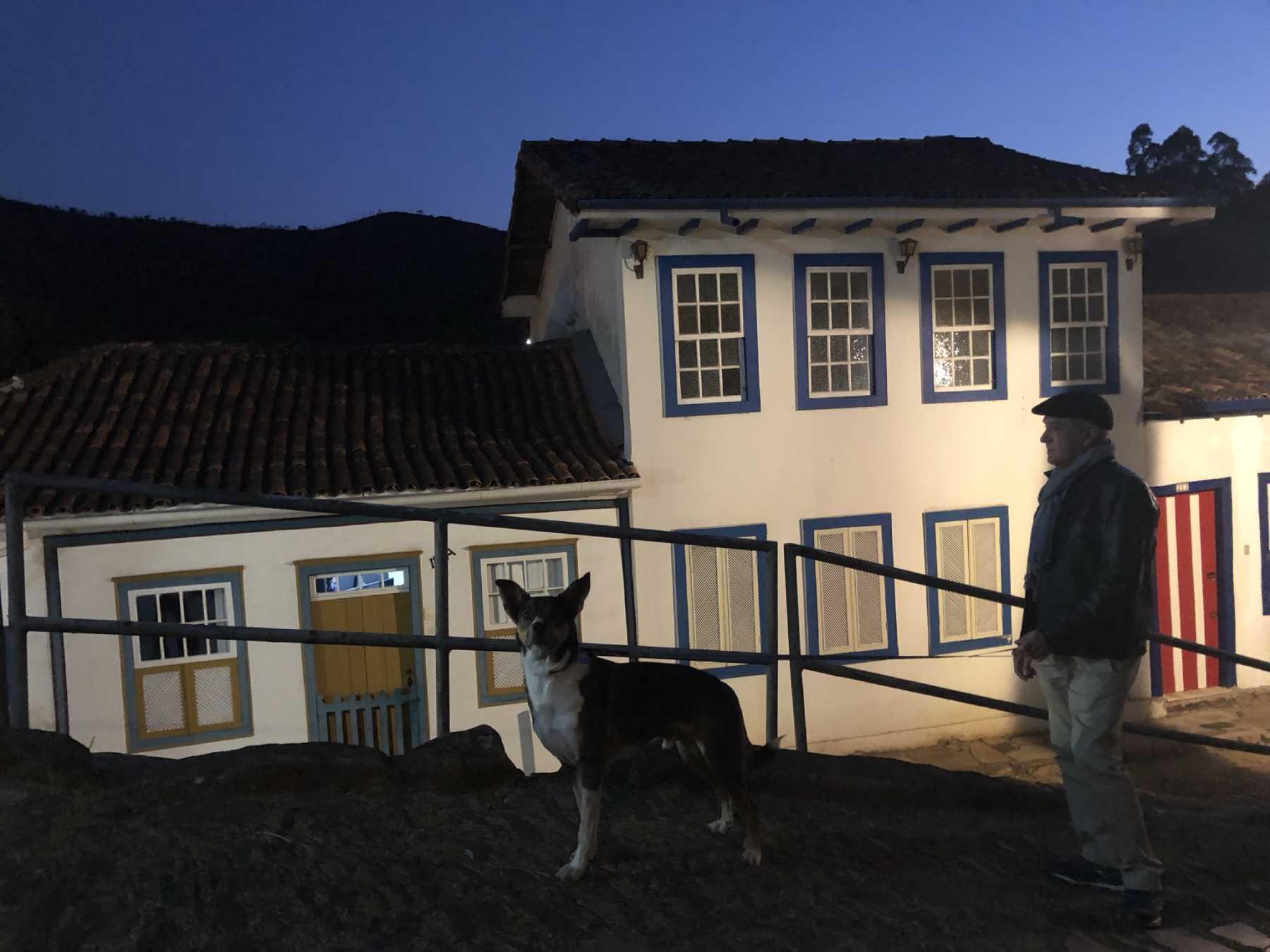 caminhar à noite por Ouro Preto
